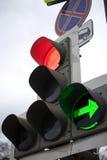 Feu de signalisation vert, grande circulation urbaine Images stock