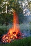 Feu en flammes très hautes photographie stock