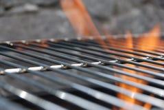 Feuer auf BBQ - Lizenzfreie Stockfotos