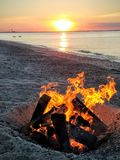 Feuer auf dem Strand Stockfoto