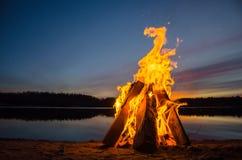Feuer auf dem Strandsand Lizenzfreie Stockfotografie