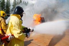 Feuer auf dem Unterricht des Ministeriums der Notsituationen lizenzfreies stockfoto