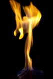 Feuer auf einem dunklen Hintergrund Stockfotos