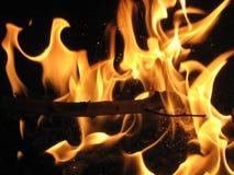 Feuer auf Grill Stockfotos