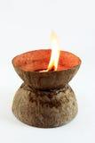 Feuer auf Kokosnussshell Stockfotos