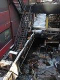 Feuer ausgeweidete Gebäude und Feuer-Entweichen in Bangkok Stockfotografie