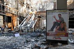Feuer ausgeweidetes Kino in Bangkok - roter Hemd-Protest Lizenzfreie Stockfotos