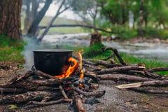 Feuer in dem Fluss Stockfoto