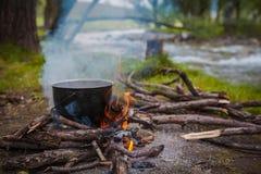 Feuer in dem Fluss Lizenzfreie Stockbilder