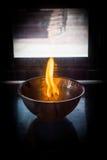 Feuer in der Schale und Aroma-Badekurort Lizenzfreies Stockfoto