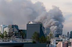 Feuer in der Stadt. Stockfotografie