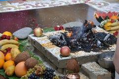 Feuer in der Vedic Hochzeit Lizenzfreies Stockbild