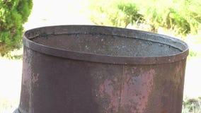 Feuer in einem Fass. stock video footage