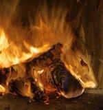 Feuer in einem Kamin Lizenzfreies Stockbild