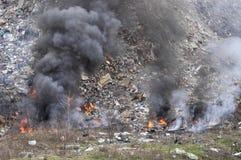 Feuer in einem Misthaufen Stockbild