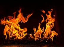 Feuer in einem Ofen, zwei Flammen auf dem schwarzen Hintergrund Lizenzfreies Stockbild