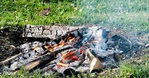 Feuer, Glut, die im Feuer schwelt abend Stockbild