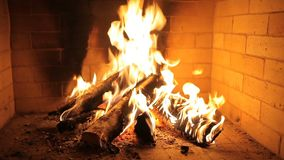 Feuer im Kamin stock video