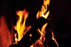 Feuer im Kamin Lizenzfreie Stockbilder