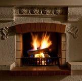 Feuer im Kamin Lizenzfreie Stockfotos