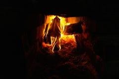 Feuer im Ofen Stockfoto