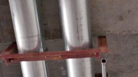 Feuer-System-Rohrleitung auf Baustelle stock footage