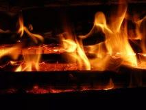 Feuer und Brennholz Lizenzfreie Stockfotos