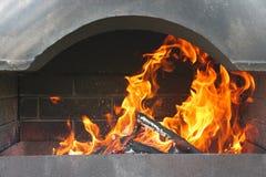 Feuer und Messingarbeiter unter einer Überdachung Lizenzfreies Stockbild