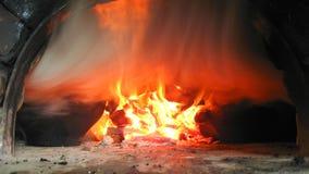 Feuer und Rauch vom Ofen Stockbild