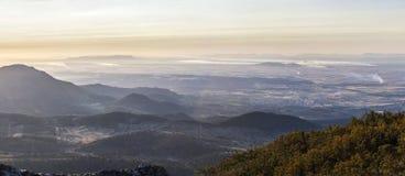Feuer von der Olivenbaumbeschneidung, Vogelperspektive Stockfotografie
