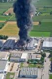 Feuer zerstörte eine Fabrik Stockfotos