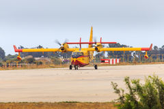 Feuerbekämpfende Flugzeuge Stockbild
