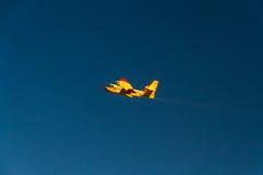 Feuerbekämpfendes Flugzeug Lizenzfreie Stockfotos