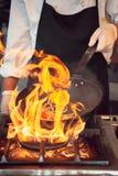 Feuerbrand, kochend auf Eisenstein Lizenzfreie Stockfotos