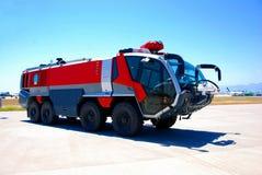 Feuerfahrzeug am Flughafen Lizenzfreies Stockfoto