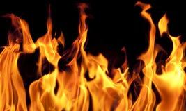Feuerflammen auf schwarzem Hintergrund Stockfoto