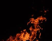 Feuerflammen auf schwarzem Hintergrund Lizenzfreie Stockbilder