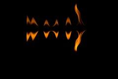Feuerflammen mit Reflexion Stockfotos