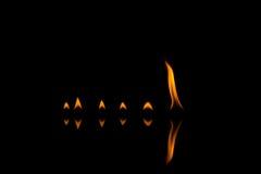Feuerflammen mit Reflexion Lizenzfreie Stockfotos