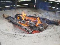Feuergrube im Freien in Ramsar, der Iran Lizenzfreie Stockfotos