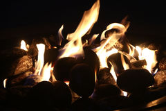 Feuergrube nachts Stockbild
