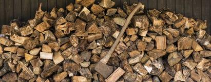 Feuerholz und -axt Stockbilder