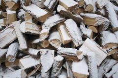 Feuerholz am Winter Lizenzfreie Stockfotos