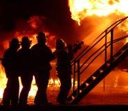 Feuerkämpfer silhouettiert 2 Stockbilder
