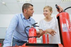 Feuerlöscher-Fabrikkonzept stockbilder