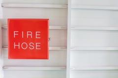 Feuerlöschschlauch auf weißer Farbe Lizenzfreie Stockbilder