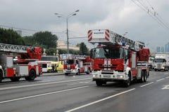 Feuern Sie Autos an erster Moskau-Parade des Stadt-Transportes ab Stockbilder