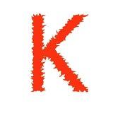 Feuern Sie den Buchstaben ab K, der auf weißem Hintergrund mit Beschneidungspfad lokalisiert wird Lizenzfreies Stockbild