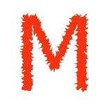 Feuern Sie den Buchstaben ab M, der auf weißem Hintergrund mit Beschneidungspfad lokalisiert wird Lizenzfreies Stockfoto