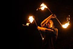Feuern Sie Erscheinen ab Tanz mit Personal stockbild